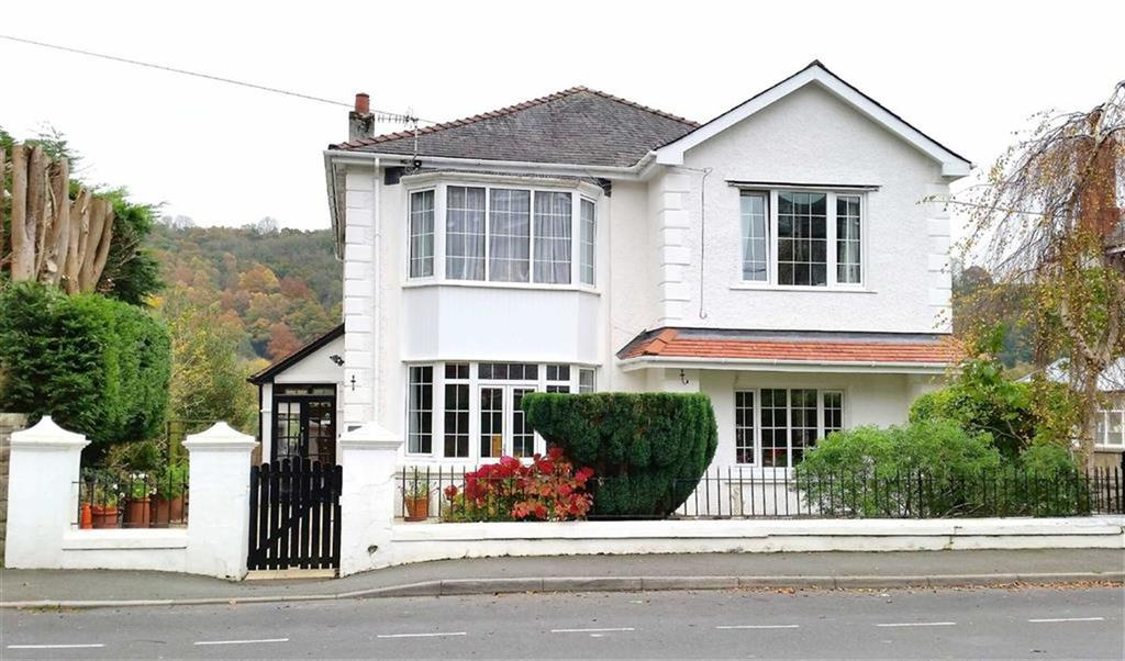 5 Bedrooms Detached House for sale in New Road, Llandysul, Carmarthenshire