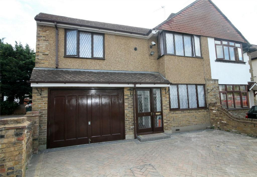 4 Bedrooms Semi Detached House for sale in Linkscroft Avenue, Ashford, Surrey