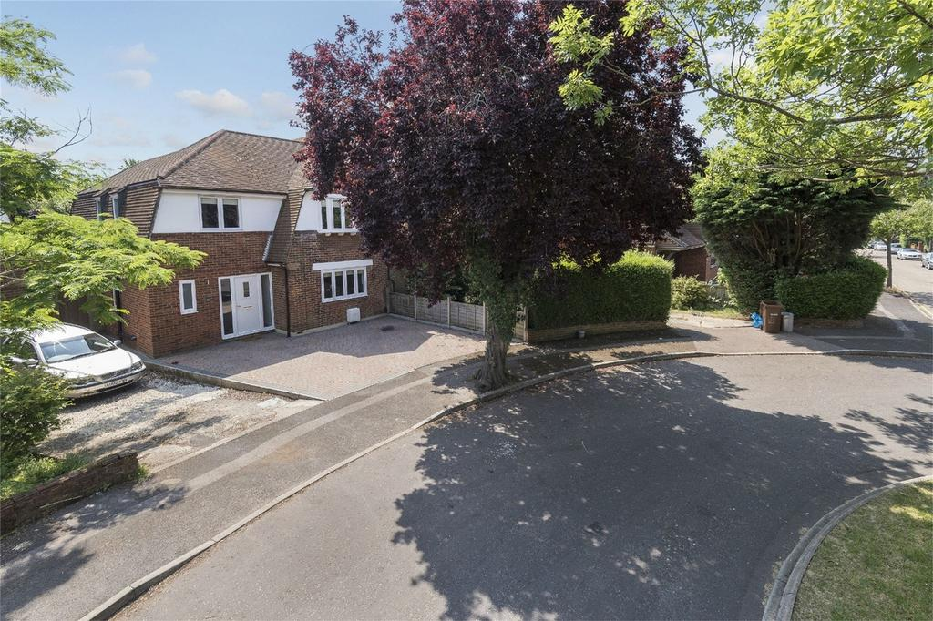 4 Bedrooms Semi Detached House for sale in Tudor Grove, Rainham, Kent