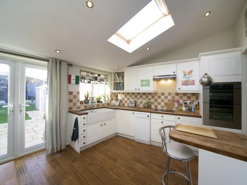 3 Bedrooms Semi Detached House for sale in Cell Farm Avenue, Old Windsor