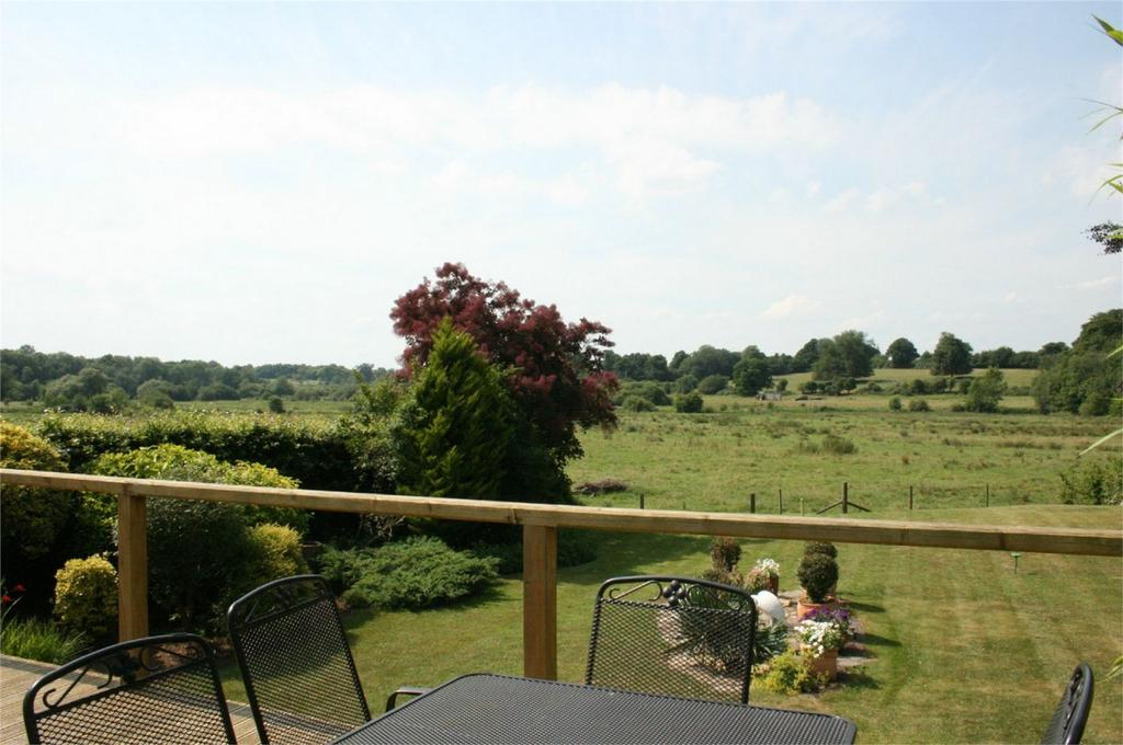 4 Bedrooms Detached Bungalow for sale in Alresford, Hampshire
