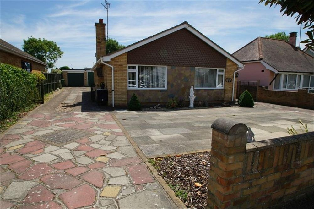 3 Bedrooms Detached Bungalow for sale in Oakleigh Road, Clacton-on-Sea, Essex
