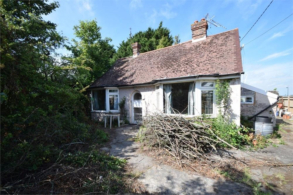 2 Bedrooms Detached Bungalow for sale in Dittons Road, Polegate