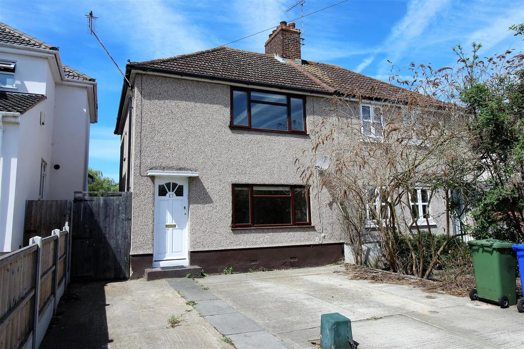 3 Bedrooms Semi Detached House for sale in Pound Lane, Orsett