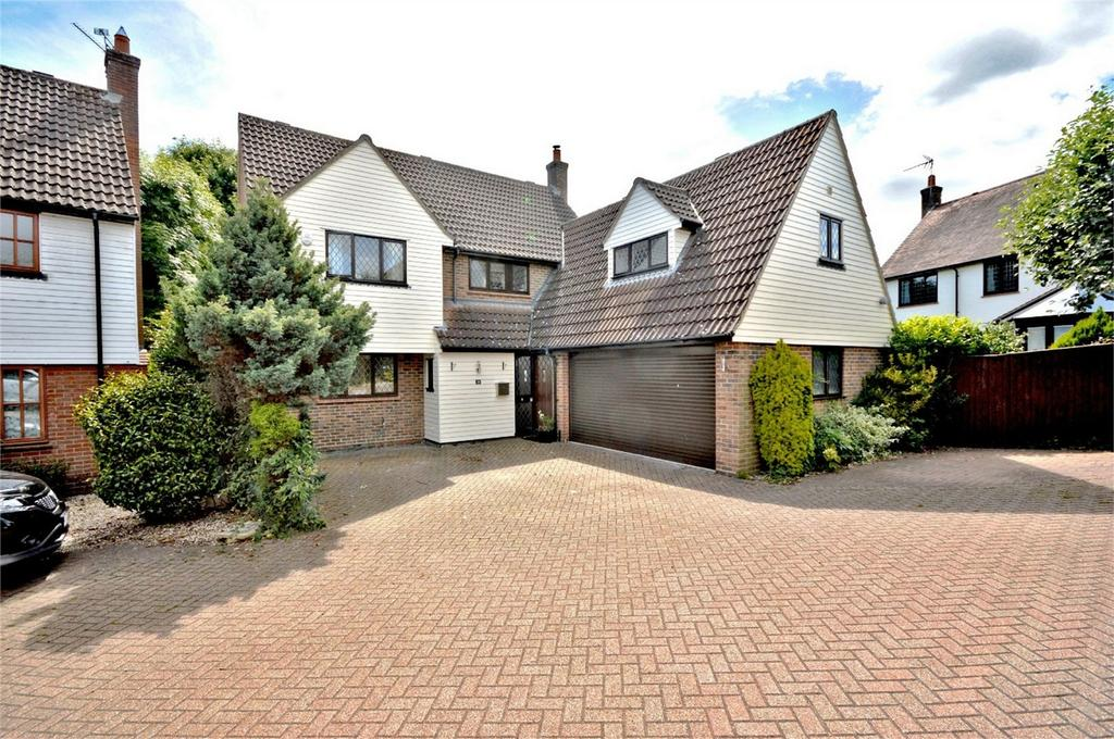 5 Bedrooms Detached House for sale in 38 High Meadow, DUNMOW