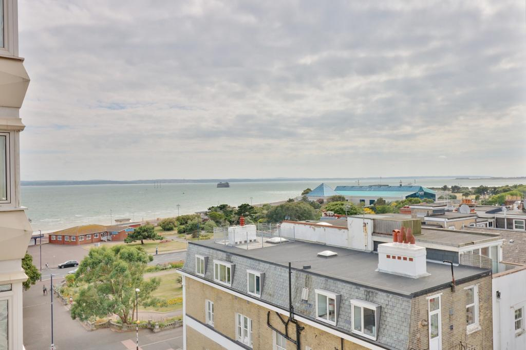 2 Bedrooms Apartment Flat for sale in Fastnet House, South Parade, Southsea