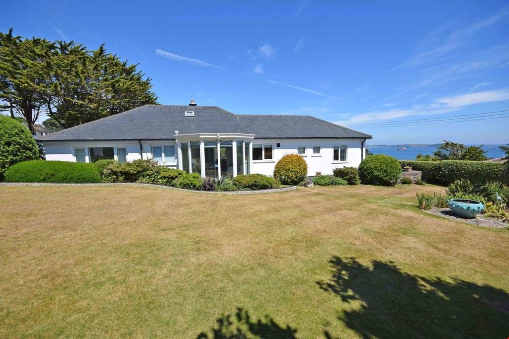 3 Bedrooms Detached Bungalow for sale in Maenporth, Nr. Falmouth, Cornwall, TR11