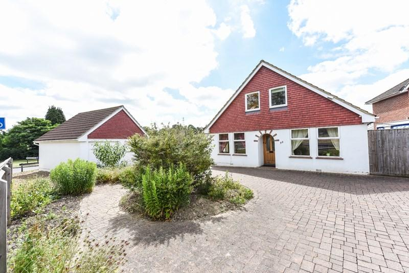 5 Bedrooms Detached House for sale in London Road, Andover