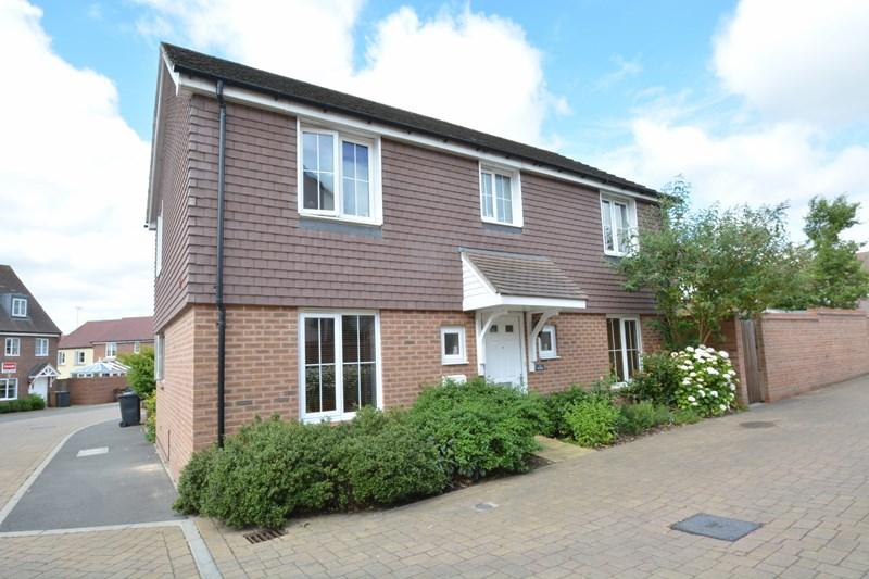 4 Bedrooms Detached House for sale in Rye Way, Andover