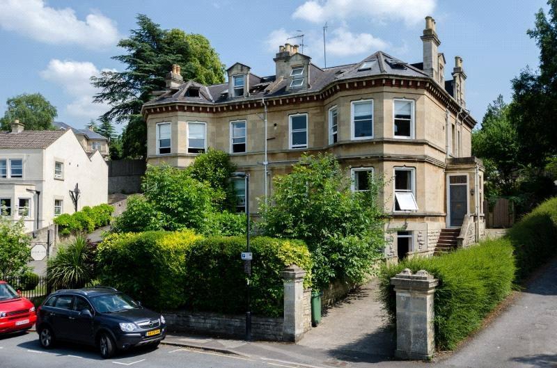 3 Bedrooms Flat for sale in Upper Oldfield Park, Bath, BA2