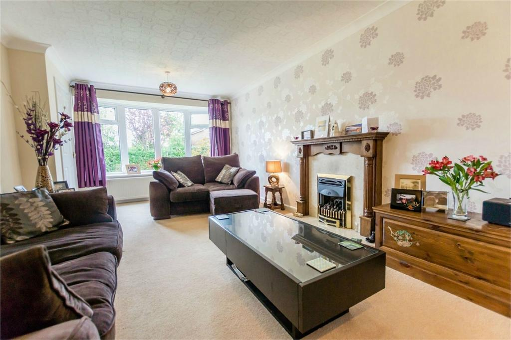 4 Bedrooms Detached House for sale in Troutsdale Avenue, Rawcliffe, YORK