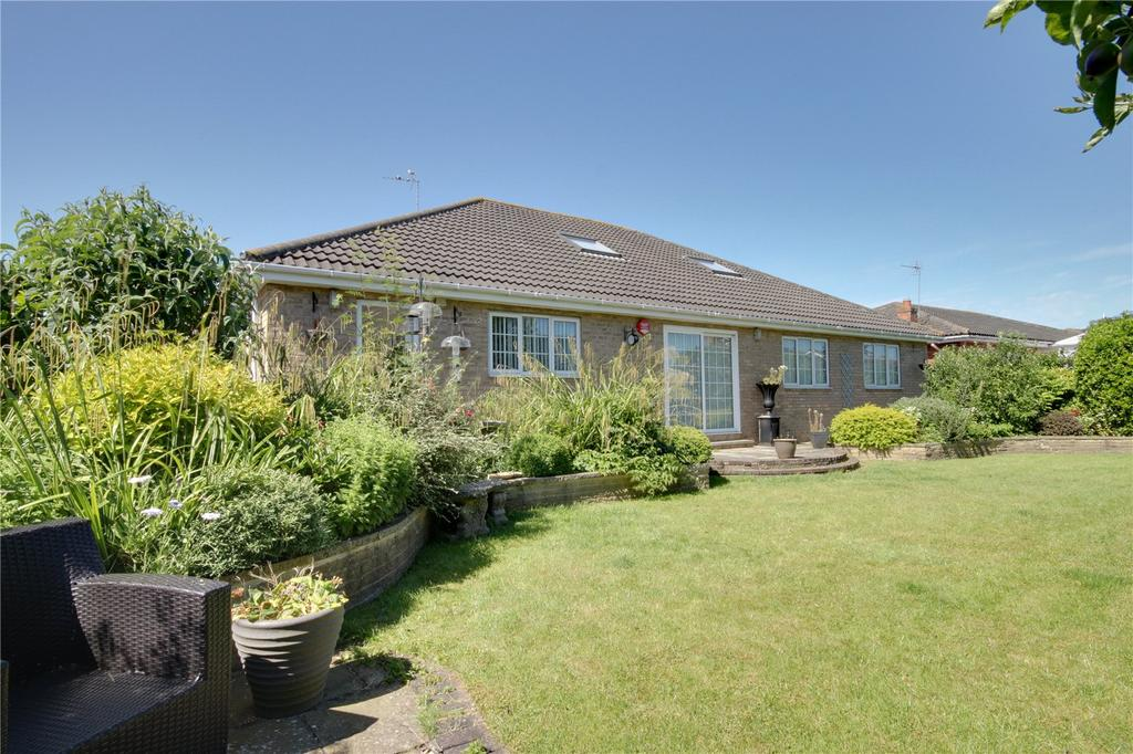 6 Bedrooms Detached Bungalow
