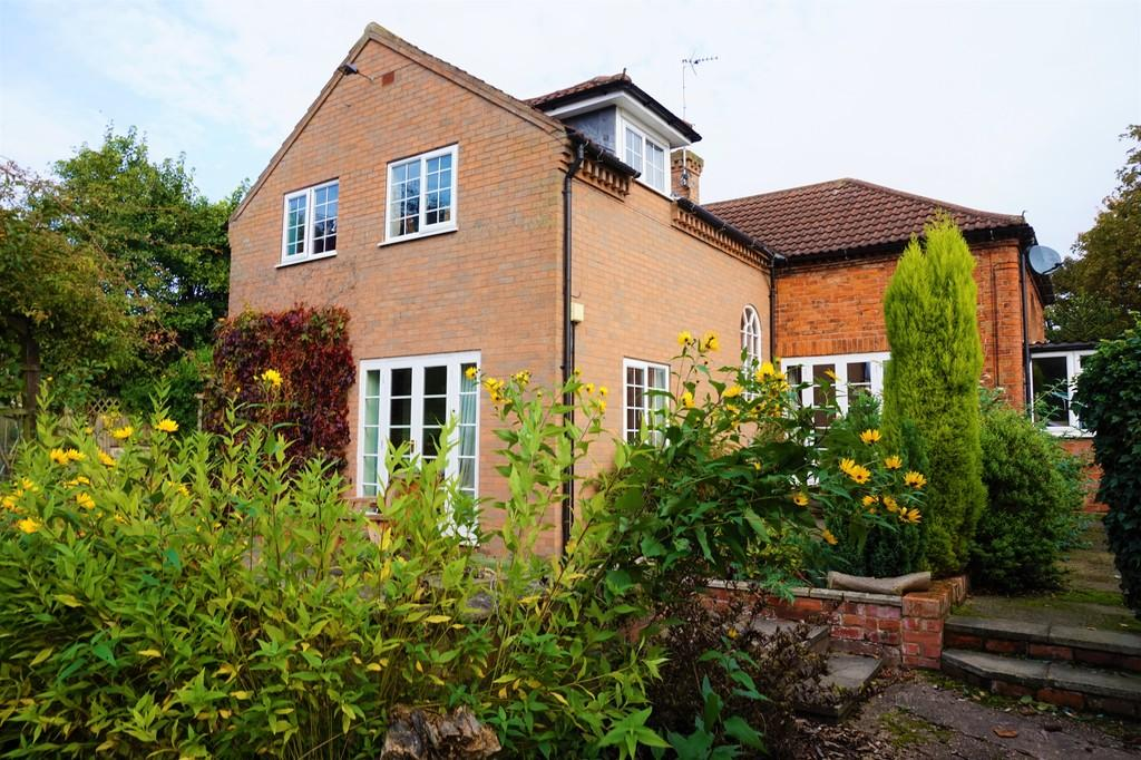 4 Bedrooms Detached House for sale in Middlefield Road, North Wheatley, Retford