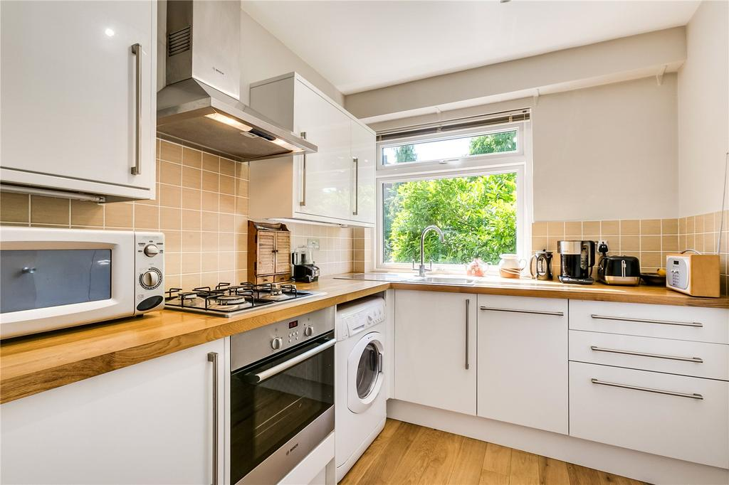 2 Bedrooms Flat for sale in The Lodge, Courtlands, Sheen Road, Richmond