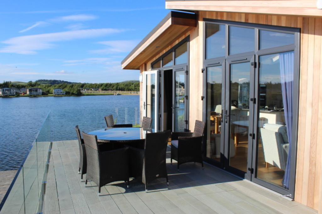 3 Bedrooms Lodge Character Property for sale in 6 Tarka Holt, Lakeland Leisure, Flookburgh
