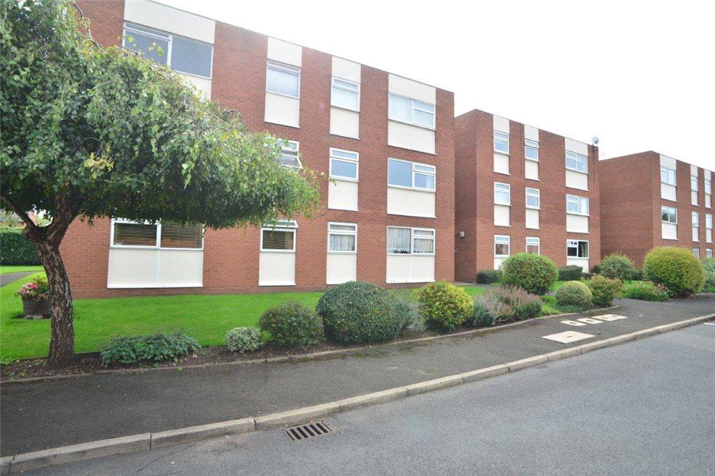 Studio Flat for sale in Clopton Court, Clopton Road, Stratford-upon-Avon, Warwickshire, CV37
