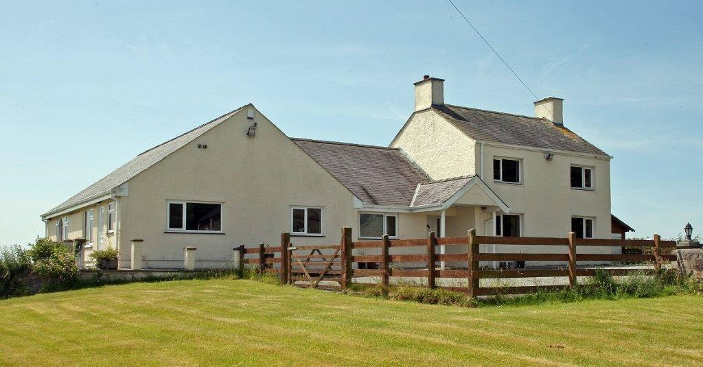 6 Bedrooms Detached House for sale in Pentraeth, North Wales