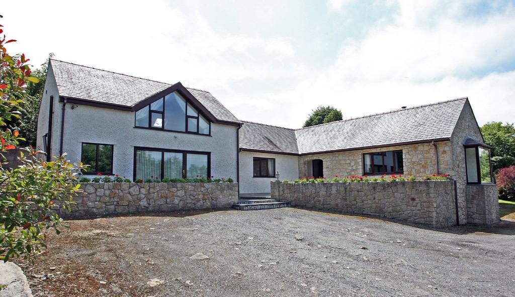 5 Bedrooms Detached House for sale in Llanallgo, Moelfre, North Wales