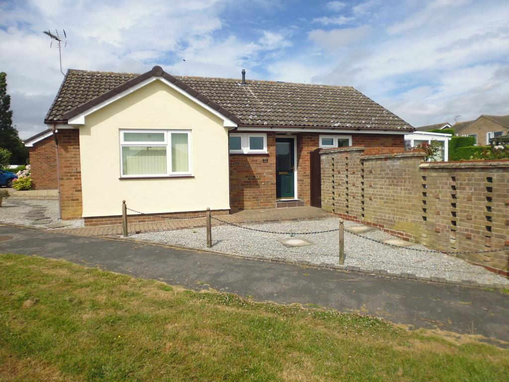 2 Bedrooms Detached Bungalow for sale in Thirlmere Drive, Stowmarket
