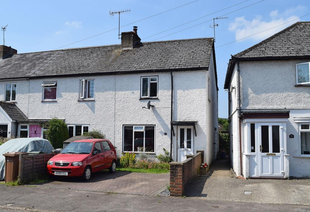 3 Bedrooms End Of Terrace House for sale in James Road, Peasmarsh, Guildford GU3 1NF