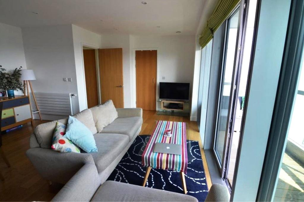 2 Bedrooms Flat for sale in Barking Road, London, E16