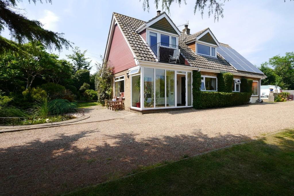 3 Bedrooms Detached House for sale in Grayson Avenue, Pakefield, Lowestoft
