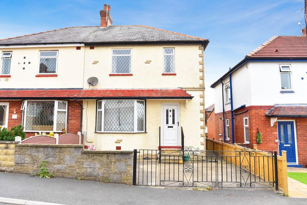 3 Bedrooms Semi Detached House for sale in Whincup Grove, Knaresborough