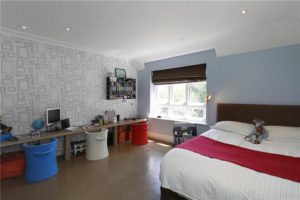 Coombe Park Kingston Upon Thames Kt2 5 Bed Detached House For Sale 3 250 000