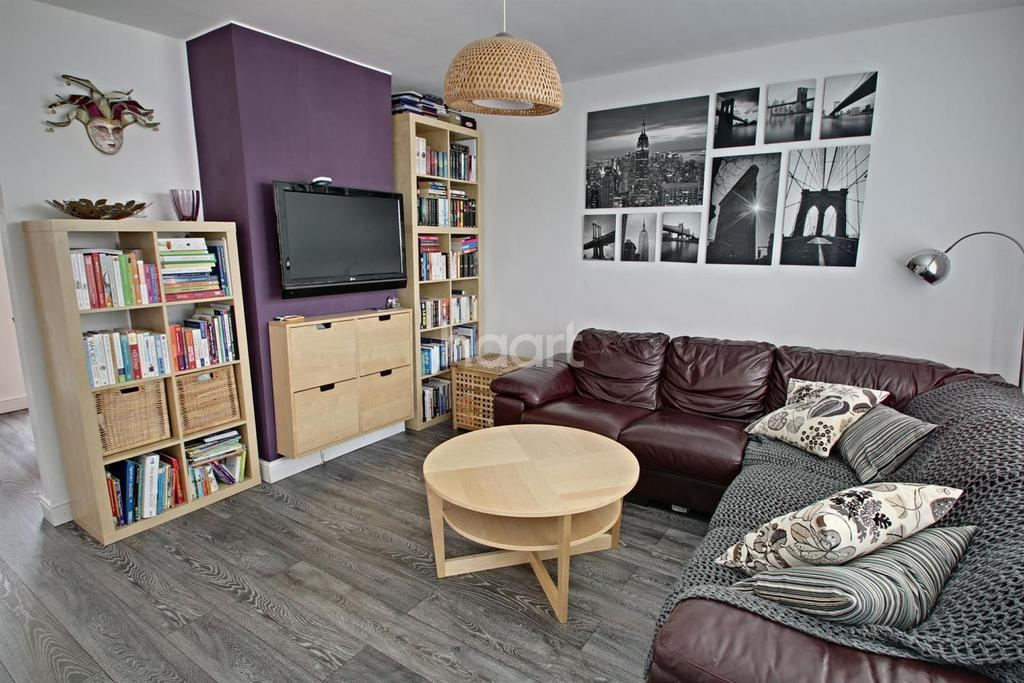 3 Bedrooms Terraced House for sale in lovely family home
