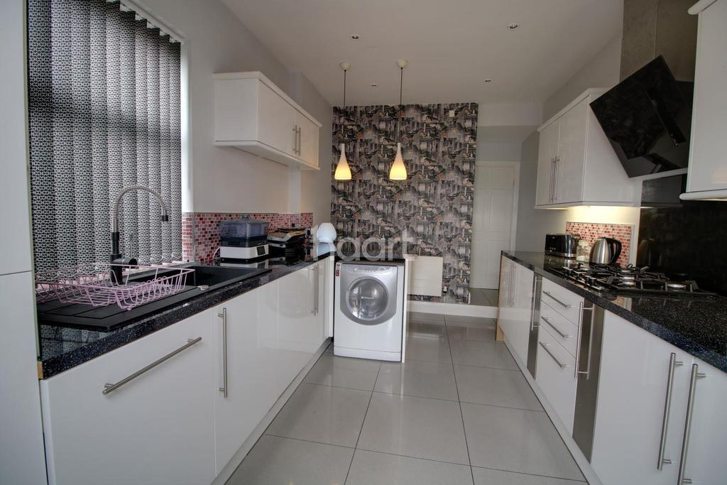 4 Bedrooms Terraced House for sale in Balby Doncaster