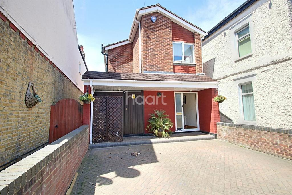 3 Bedrooms Detached House for sale in Southview Drive