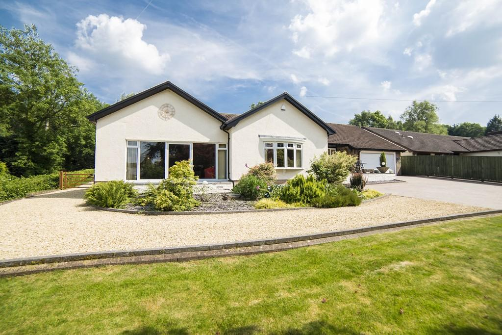 4 Bedrooms Detached House for sale in Llantrisant, Usk