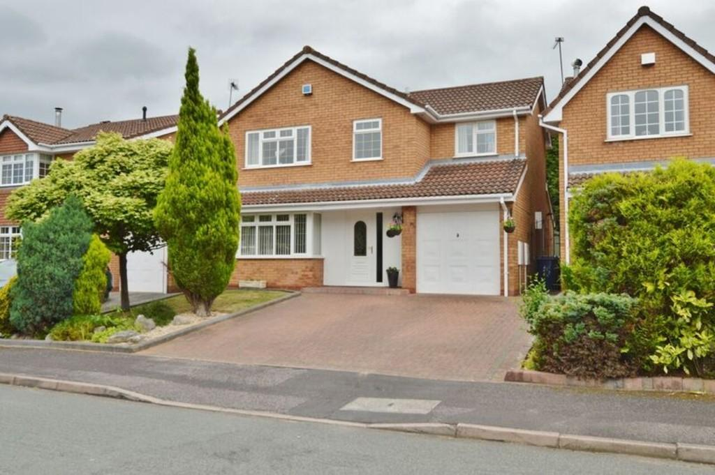 4 Bedrooms Detached House for sale in St Lawrence Drive, Heath Hayes