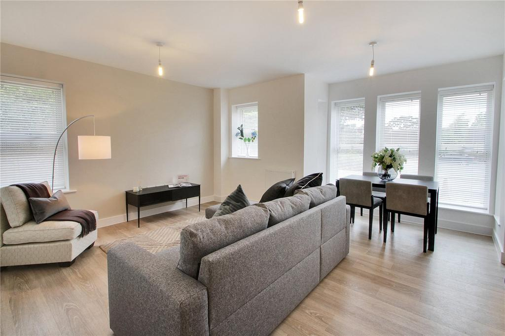 3 Bedrooms Flat for sale in St Catherine's Court, Bradbourne Vale Road, Sevenoaks, Kent, TN13