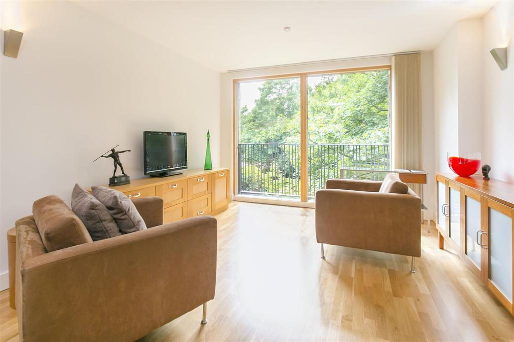 2 Bedrooms Flat for sale in Bennets Courtyard, Colliers Wood
