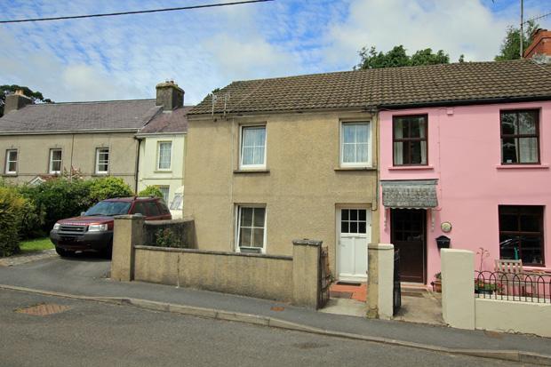 3 Bedrooms Semi Detached House for sale in High Street, LLansteffan, Carmarthenshire