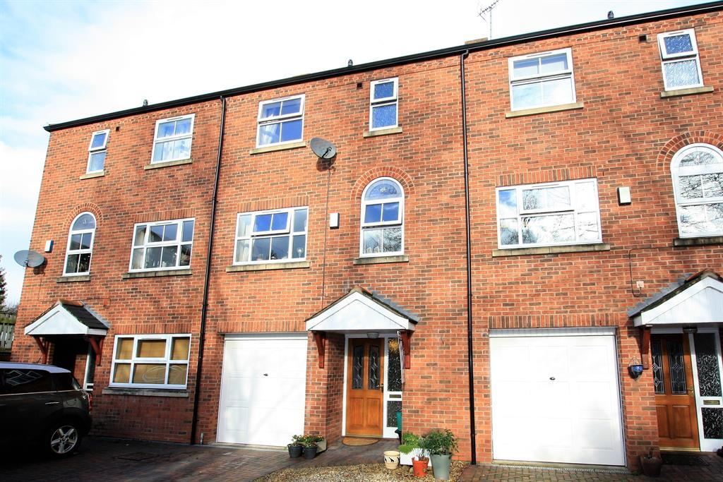 3 Bedrooms Detached House for sale in Little Street, Ruabon, Wrexham, LL14 6DF