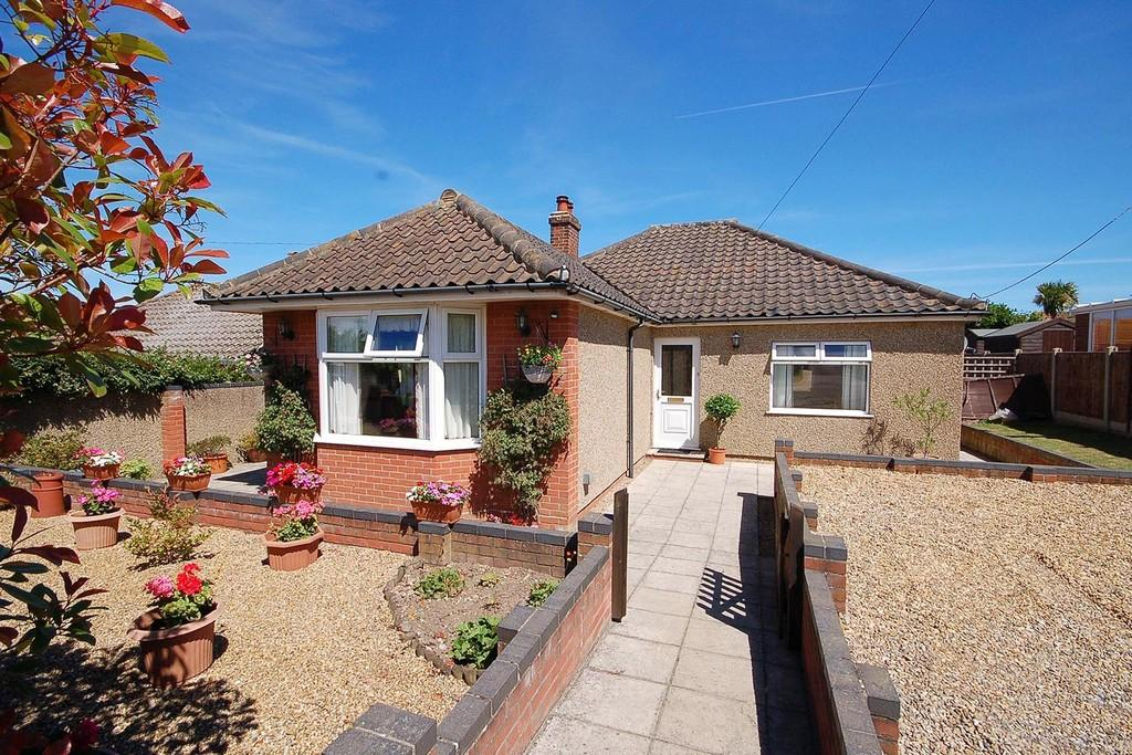 3 Bedrooms Detached Bungalow for sale in Hillside Road, Beeston Regis, Sheringham