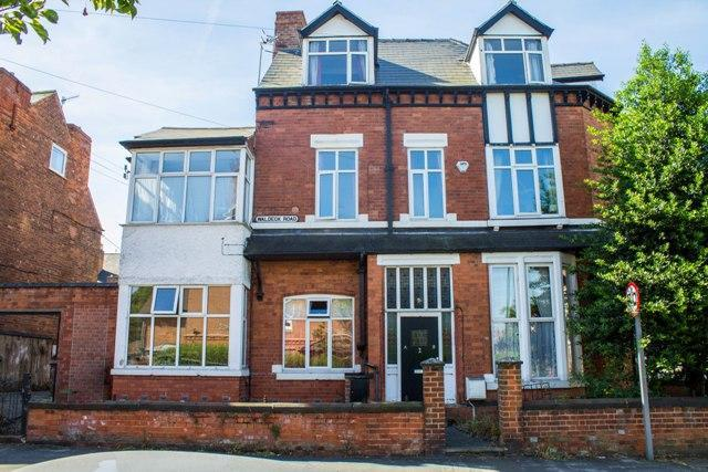 4 Bedrooms Semi Detached House for sale in Waldeck Road, Carrington, Nottingham, NG5 2AF