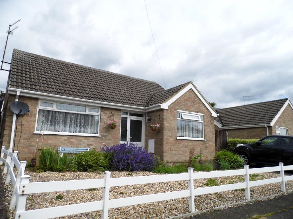 2 Bedrooms Detached Bungalow for sale in Woodwell HIll, Desborough, NN14 2PE