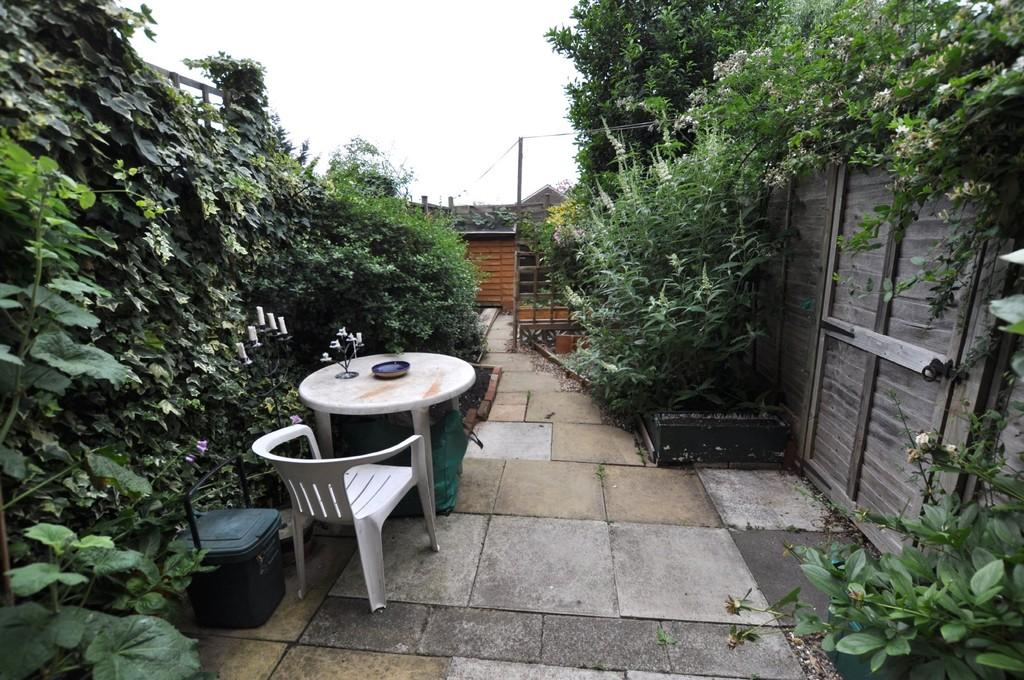 1 Bedroom House for sale in Foxburrows Avenue, Guildford