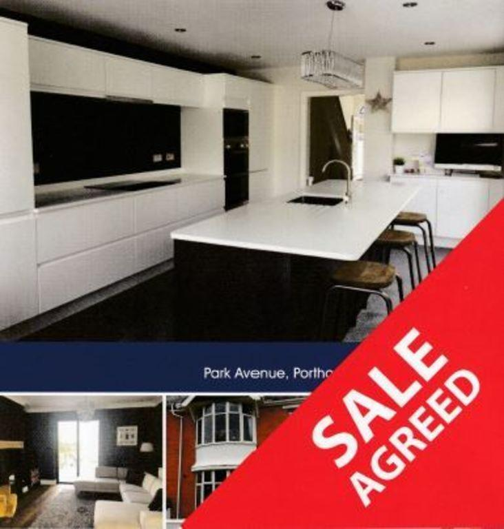 3 Bedrooms Town House for sale in PARK AVENUE, PORTHCAWL, CF36 3EP