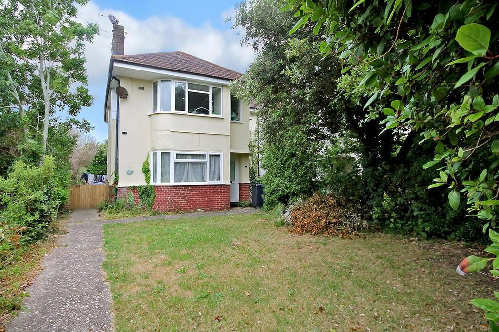 2 Bedrooms Ground Flat for sale in Ardingly Drive, Goring BN12 4TP