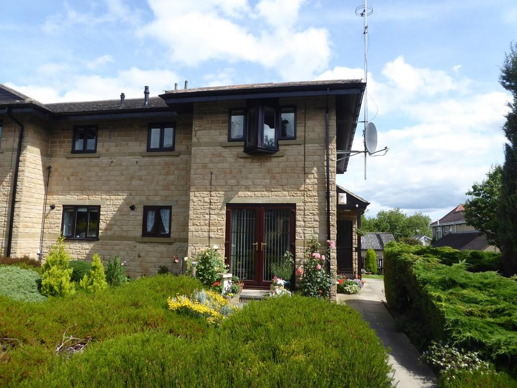 2 Bedrooms Apartment Flat for sale in Claremont Gardens, Farsley