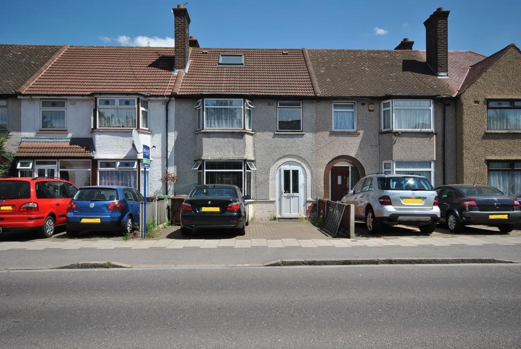 5 Bedrooms Terraced House for sale in Ballards Road, Dagenham