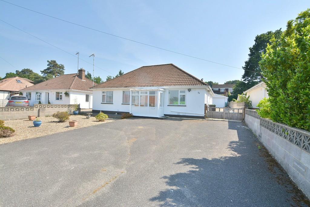 3 Bedrooms Detached Bungalow for sale in Kingsway, FERNDOWN