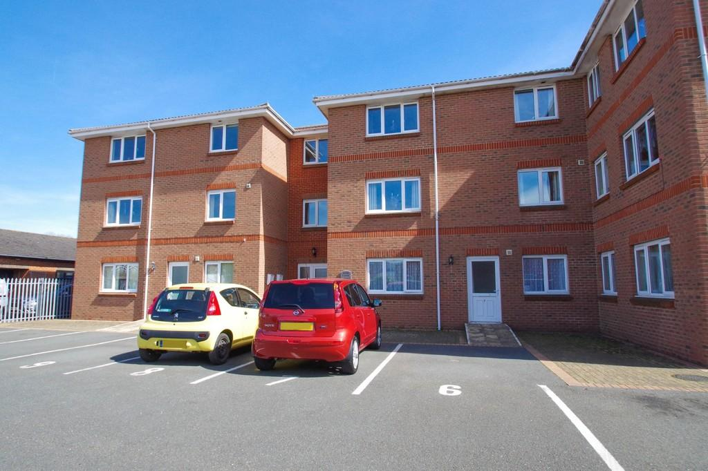 2 Bedrooms Flat for sale in East Yar Road, Sandown, PO36