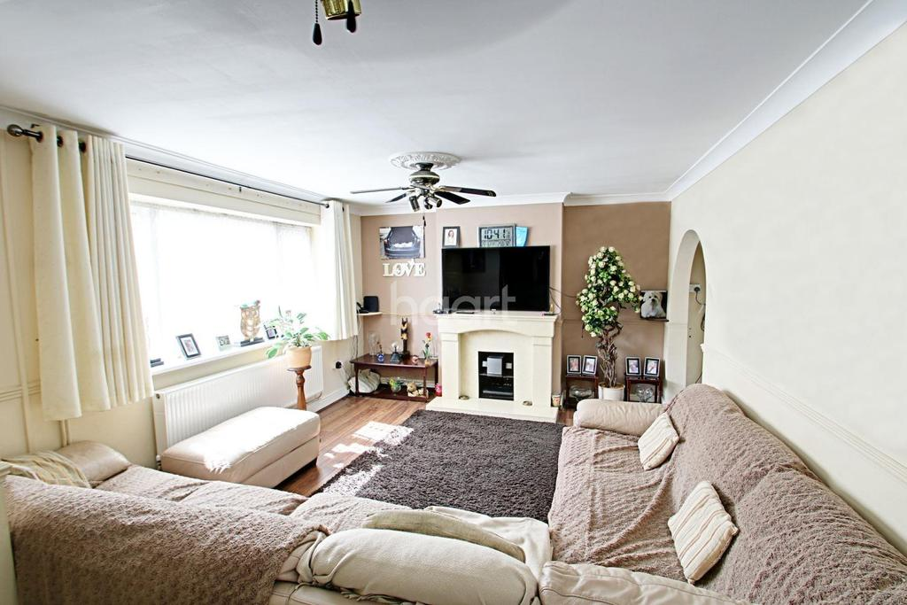 3 Bedrooms Semi Detached House for sale in Roberts Close, Heaton Grange