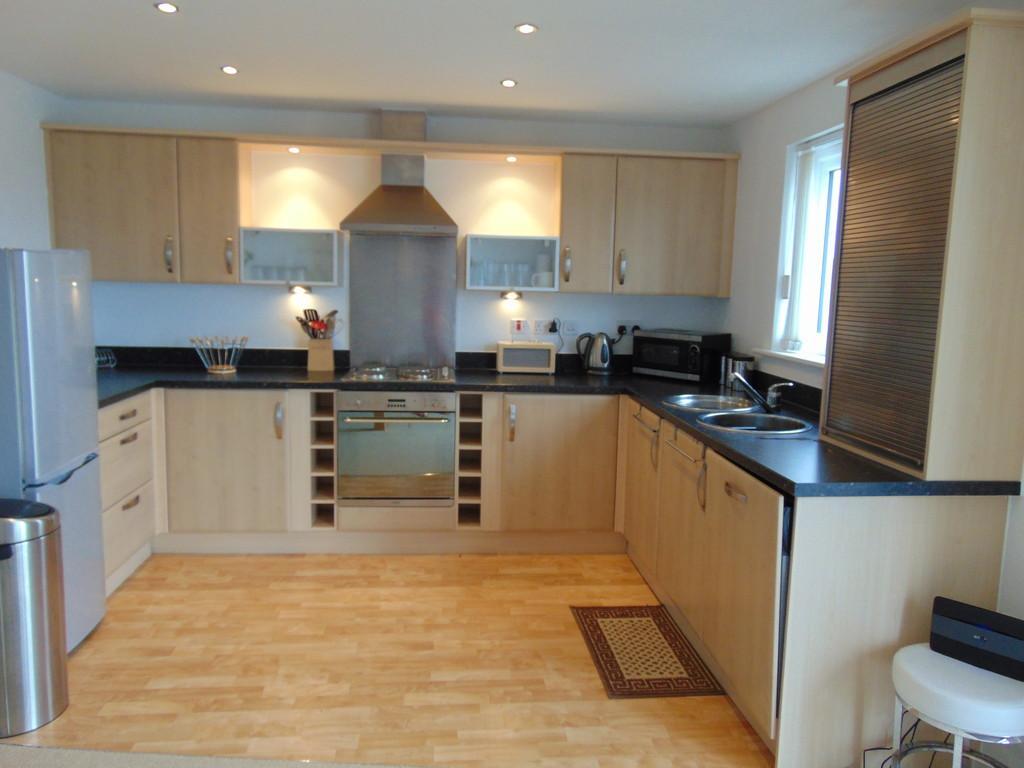2 Bedrooms Flat for sale in Cwrt Westfa, Pentre Doc Y Gogledd