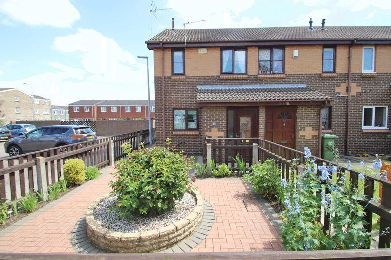 2 Bedrooms End Of Terrace House for sale in WATERSIDE DRIVE, GRIMSBY